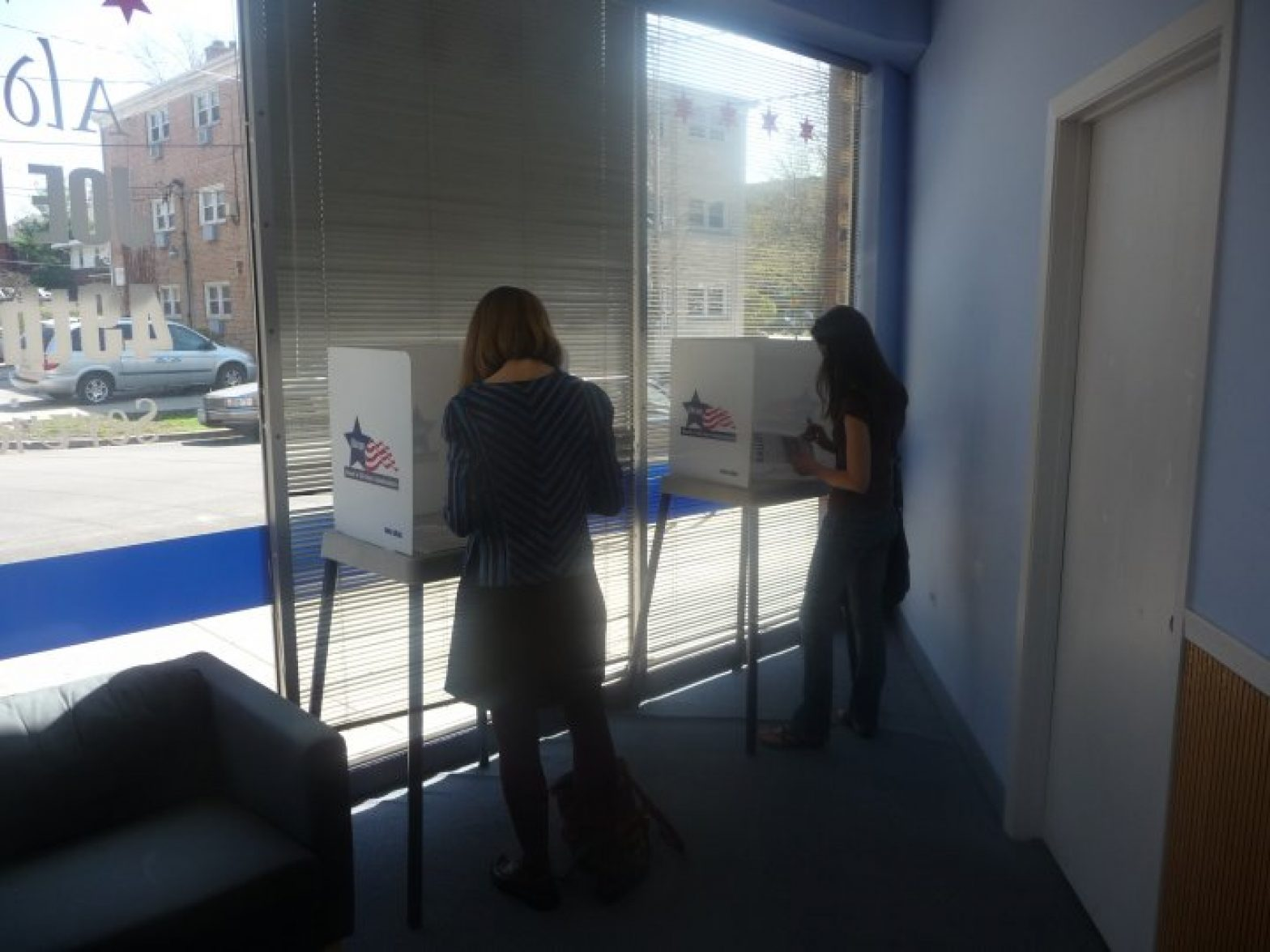 voting_on_budget_in_49th_ward_-_credit_joe_moore.jpg