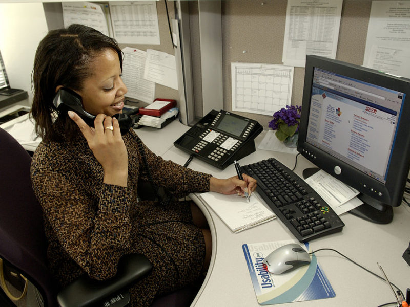 A Cancer Information Service staffer receives an inquiry from a customer on the telephone. Bill Branson / National Cancer Institute